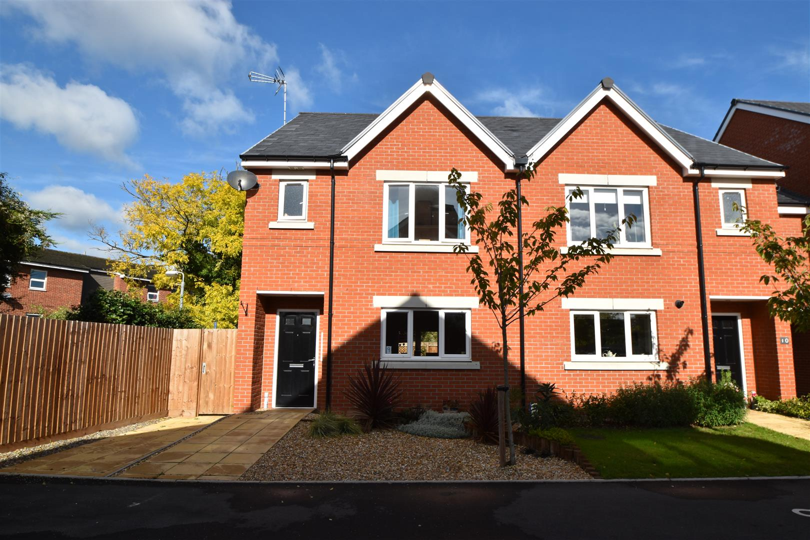 3 Bedrooms Semi Detached House for sale in The Lane, Worcester